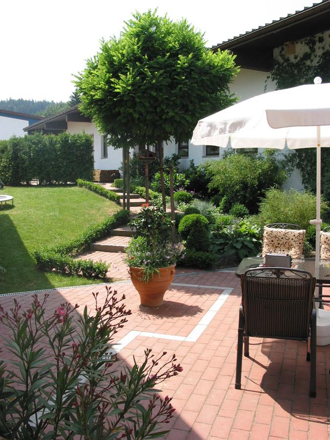 Terrassen Sitzplaetze Holz Gartengestaltung Gartenbau Reischl